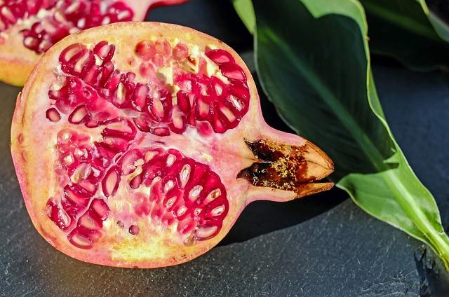 Granat – właściwości soku, owocu i syropu z granatu