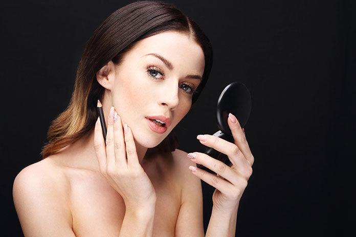 Korektor do twarzy – podstawa makijażu przy cerze z niedoskonałościami