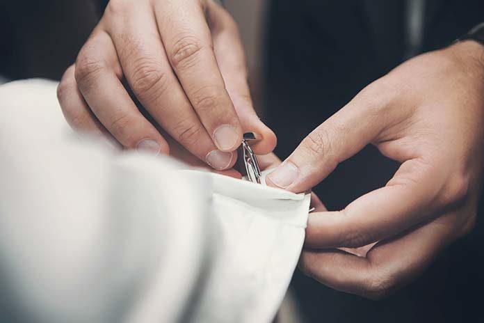 Spinki do mankietów, czyli kwintesencja elegancji w męskim wydaniu