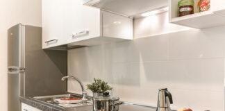 Zalety i wady kuchennych okapów podszafkowych